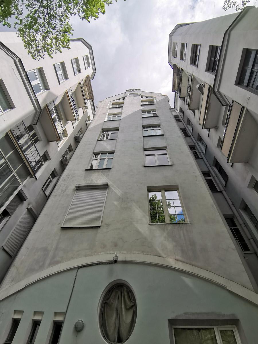 Доходный дом А.Ф. Шиллера. Построен в стиле модерн по проекту инженера-архитектора Р. Томсона в 1912 году.