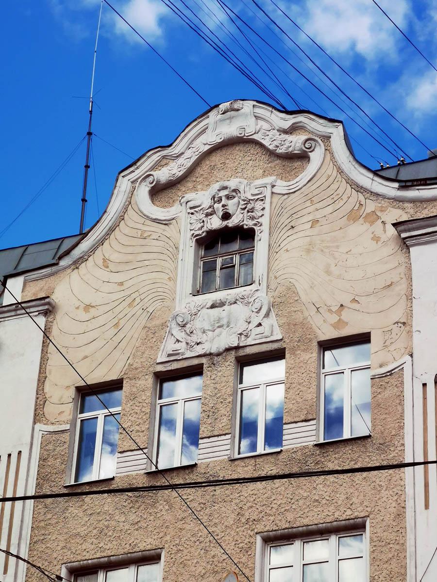 Доходный дом персидского подданного Аджи-Мамеда Усейна Ага-Аминезарбы. Построен в 1902 году по проекту архитектора В. В. Шауба.