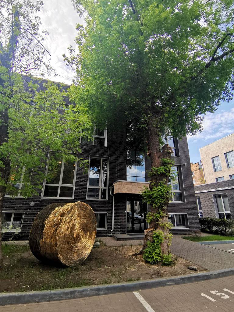 Уютный дворик Бизнес-центра «Брент-сити». Увы, в июне наша компания переехала в Румянцево....