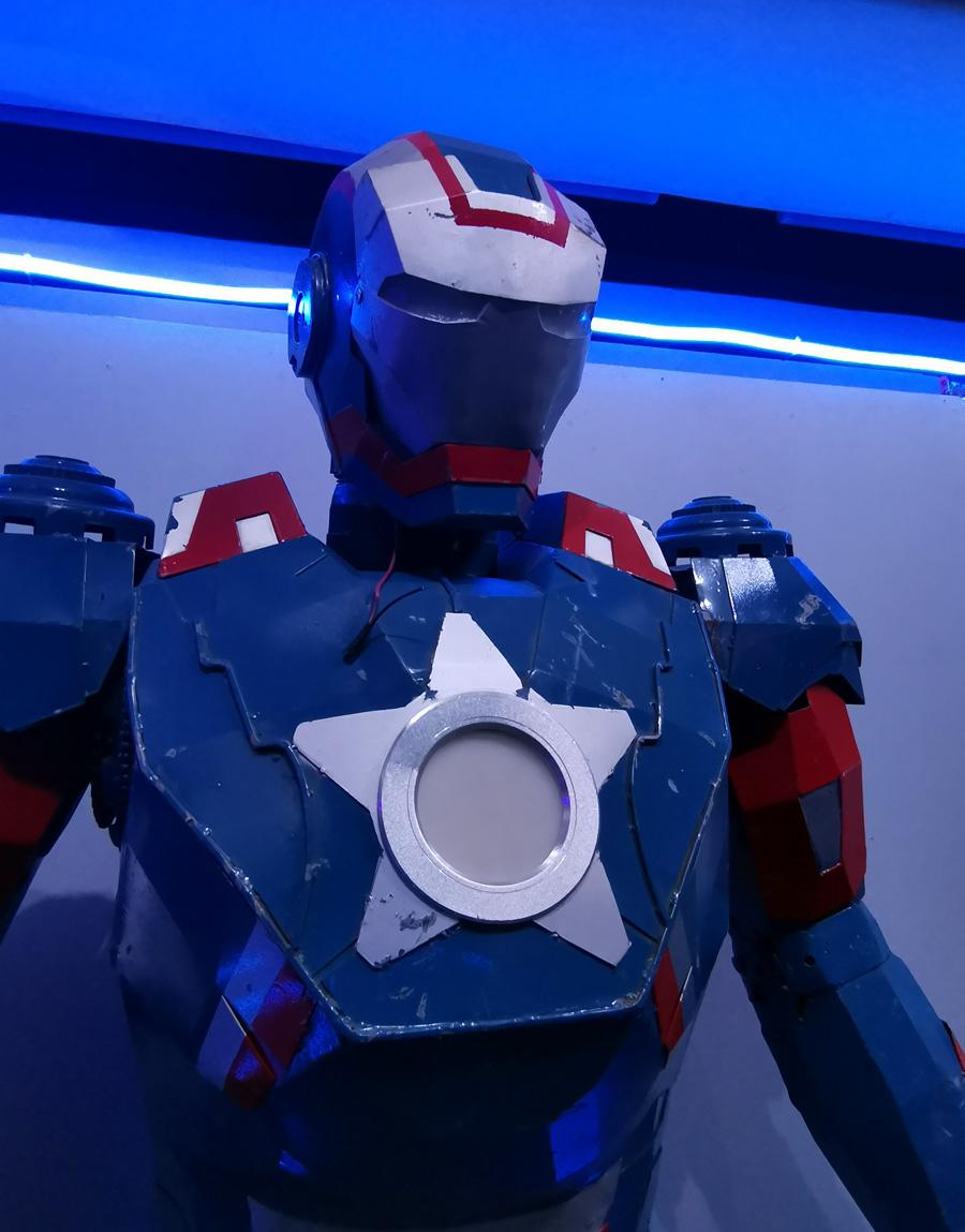 Компания супер героев во главе с Тони Старком