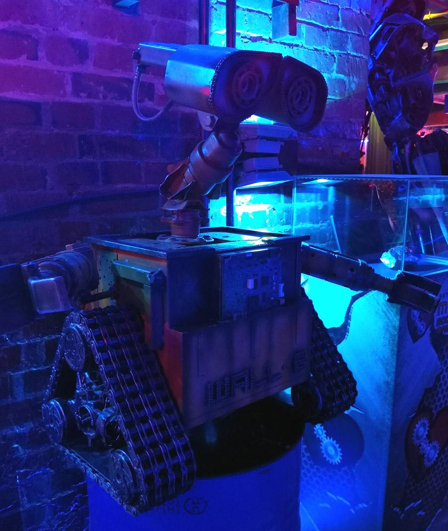 Грустный робот Валли.