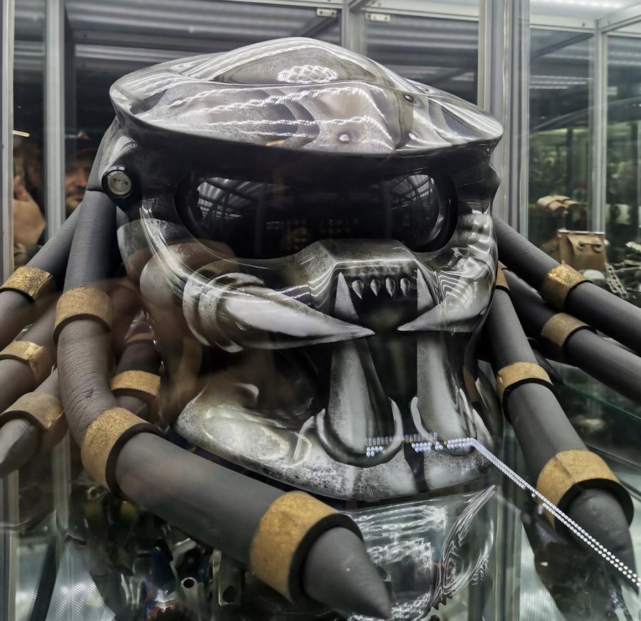 Шлем хищника