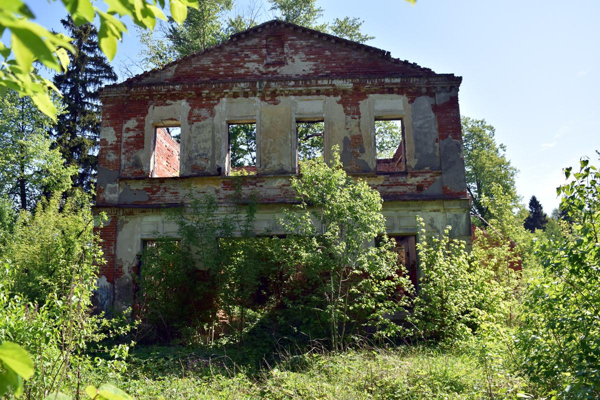 Главный дом усадьбы Кузьминское.