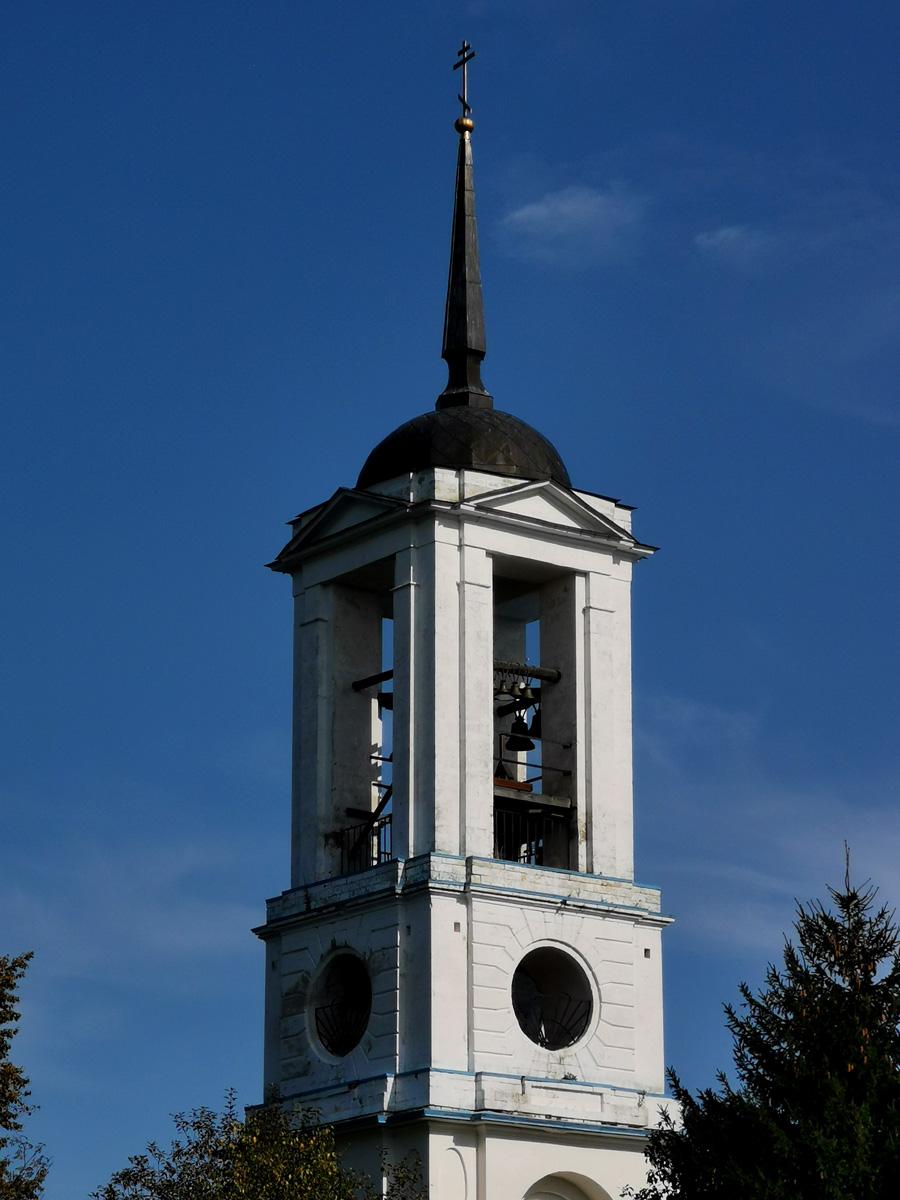 Но в любом случае, белая колокольня на фоне синего неба это всегда красиво.