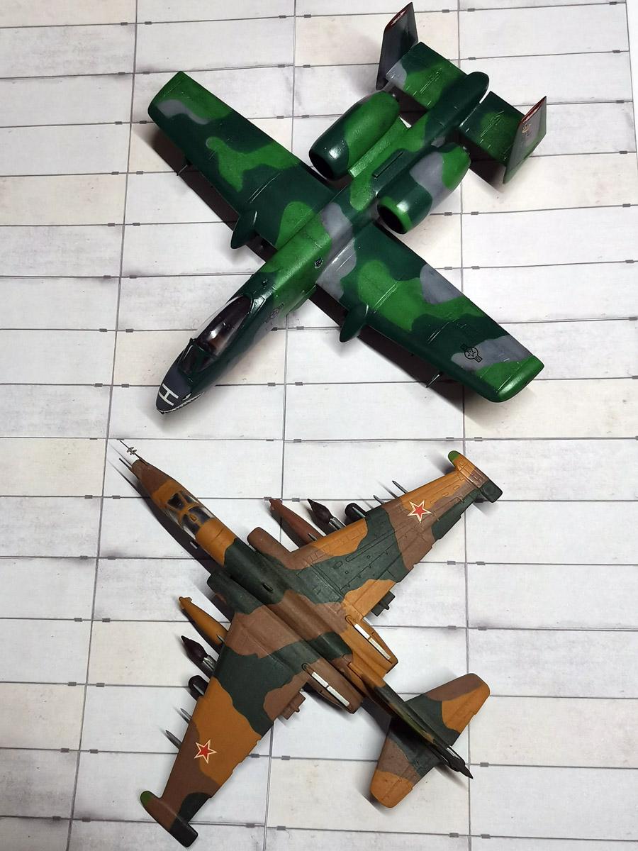 A-10 рядом с советским штурмовиком Су-25 Грач