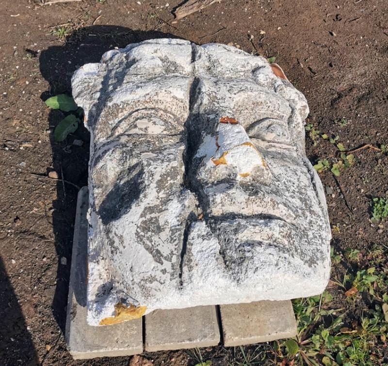 Каменное лицо из пенопласта и монтажной пены...