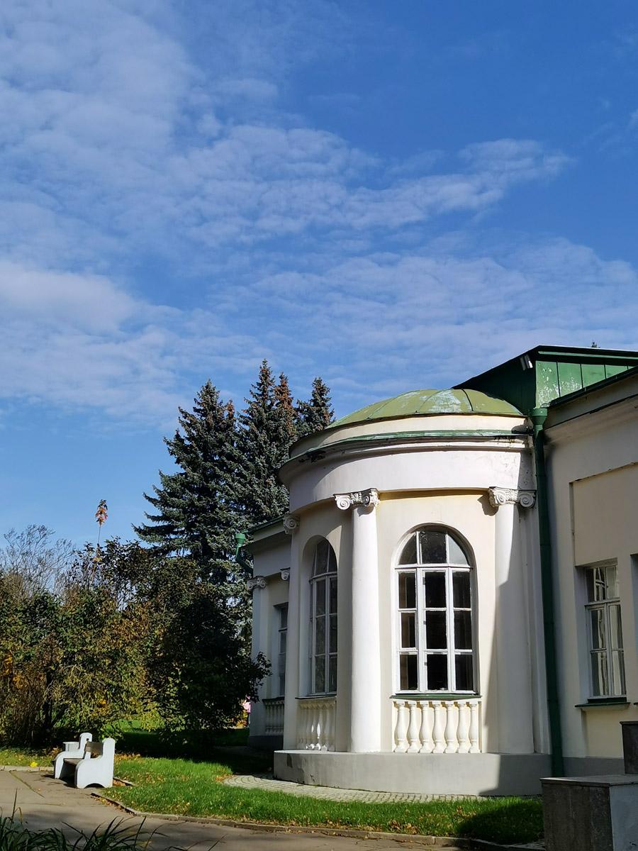 В январе 1995 г. частично воспроизведенная экспозиция музея «Кабинет и квартира В.И. Ленина в Кремле» была развернута в здании одной из дач дореволюционной постройки, находящейся на территории парка усадьбы Горки.