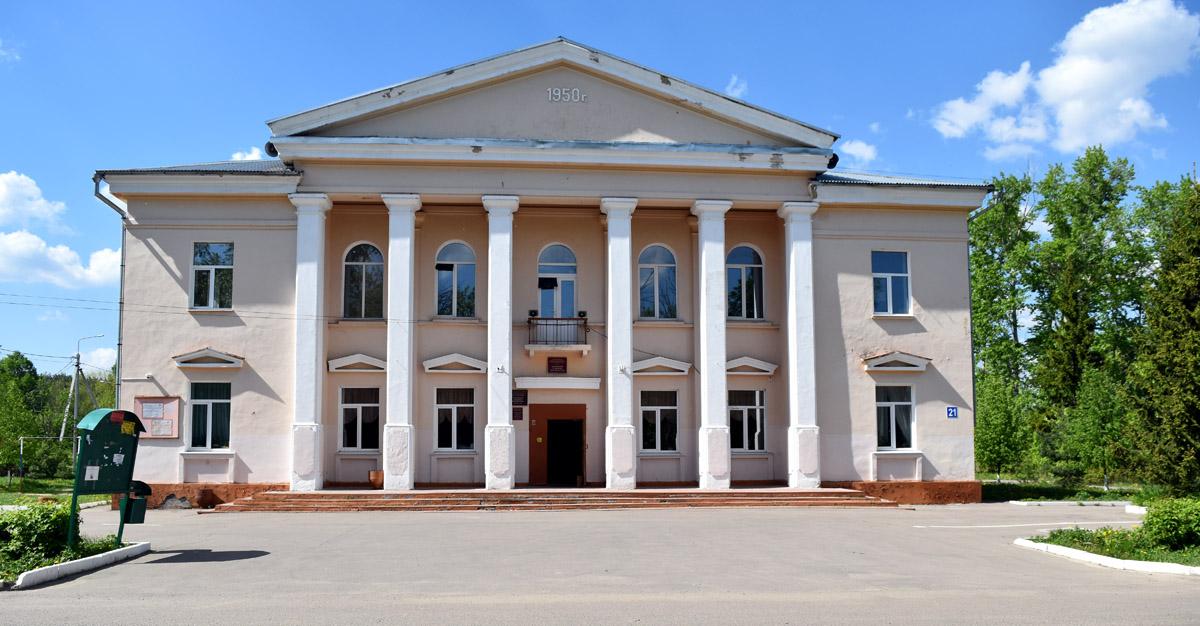 А дальше, двинулись в сторону микрорайона Белые Столбы через военный городок Шахово. Шаховский сельский дом культуры.