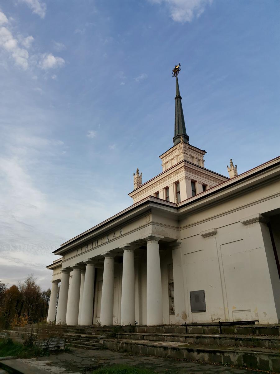 И мой рассказ не был бы полным без упоминания про Мемориальный павильон-вокзал платформы Ленинская