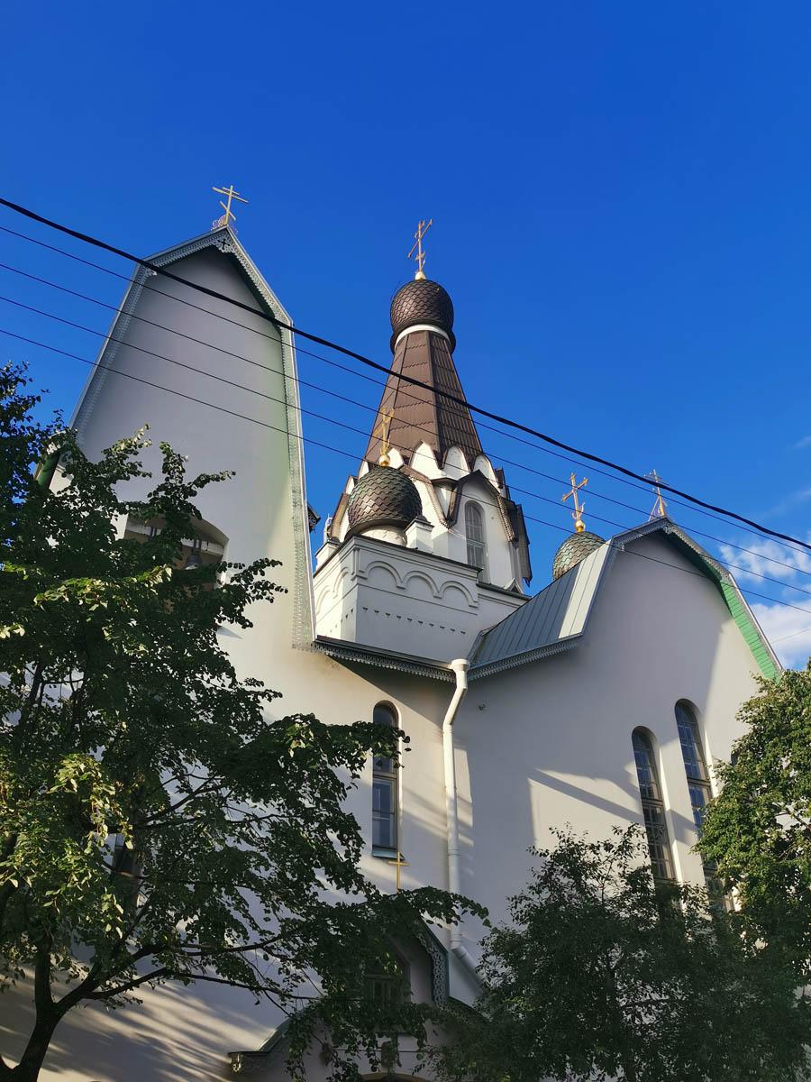 Храм Святителя Петра Митрополита Московского на Роменской улице. Это тоже недалеко от Московского вокзала.