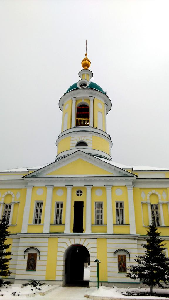 Колокольня с надвратным храмом свт. Димитрия Ростовского, Северные врата монастыря