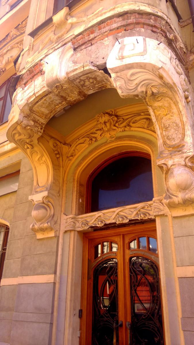 В 1999 году особняк приобрел бизнесмен Сергей Орлов.