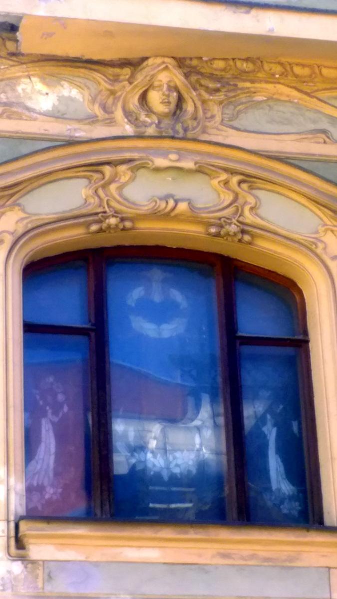 Новый владелец начал реставрацию здания с интерьеров.