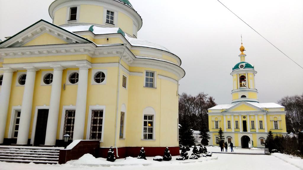 Поскольку, основной целью этого дня была усадьба Суханово, долго в монастыре не задержался, фотографировал, практически. на ходу.