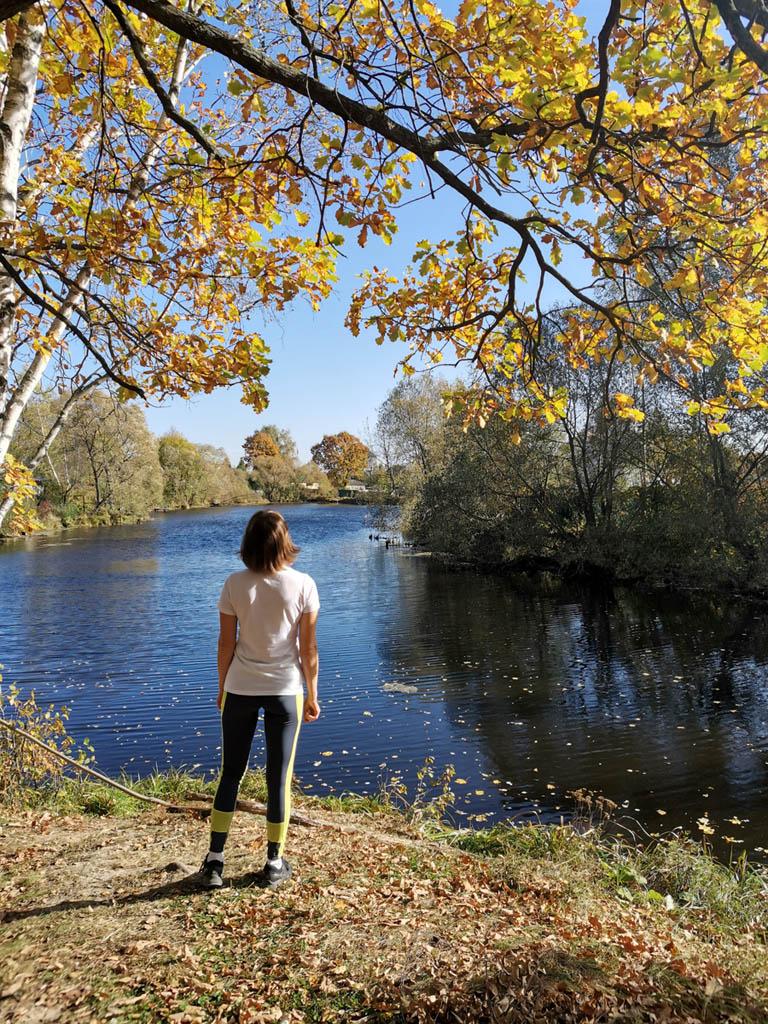 У пруда в деревне Шахово.