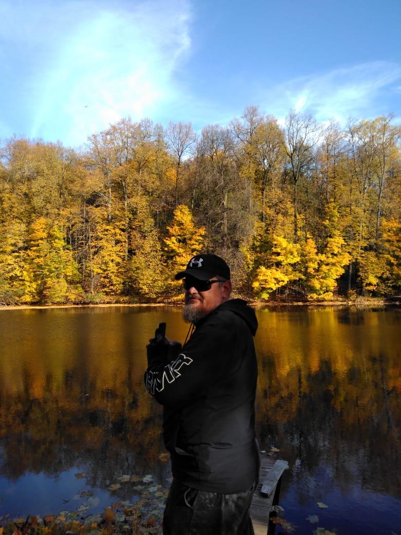 Делаю 100500 снимков отражения деревьев в воде.. )))