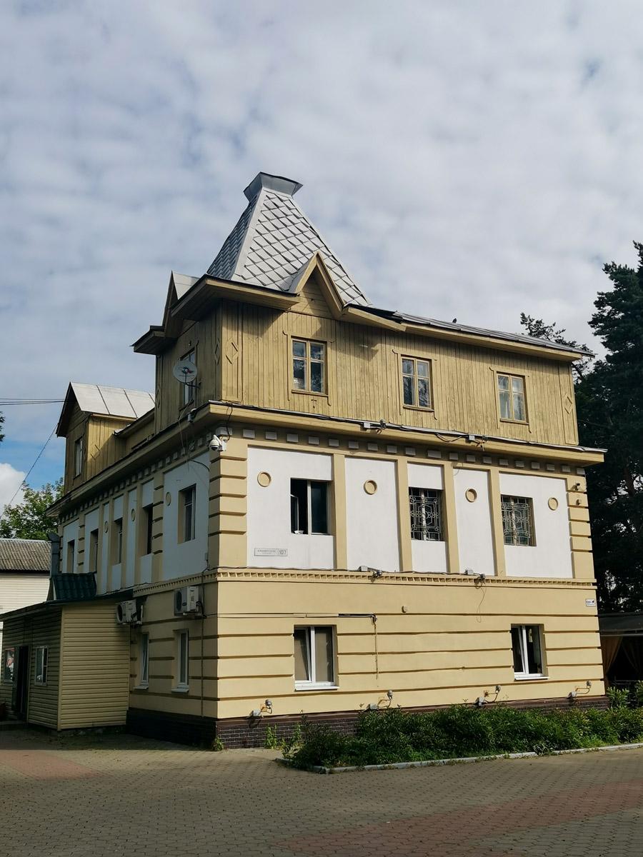 Домодедово. Парк культуры и отдыха «Ёлочки». Помню это здание еще с детства.