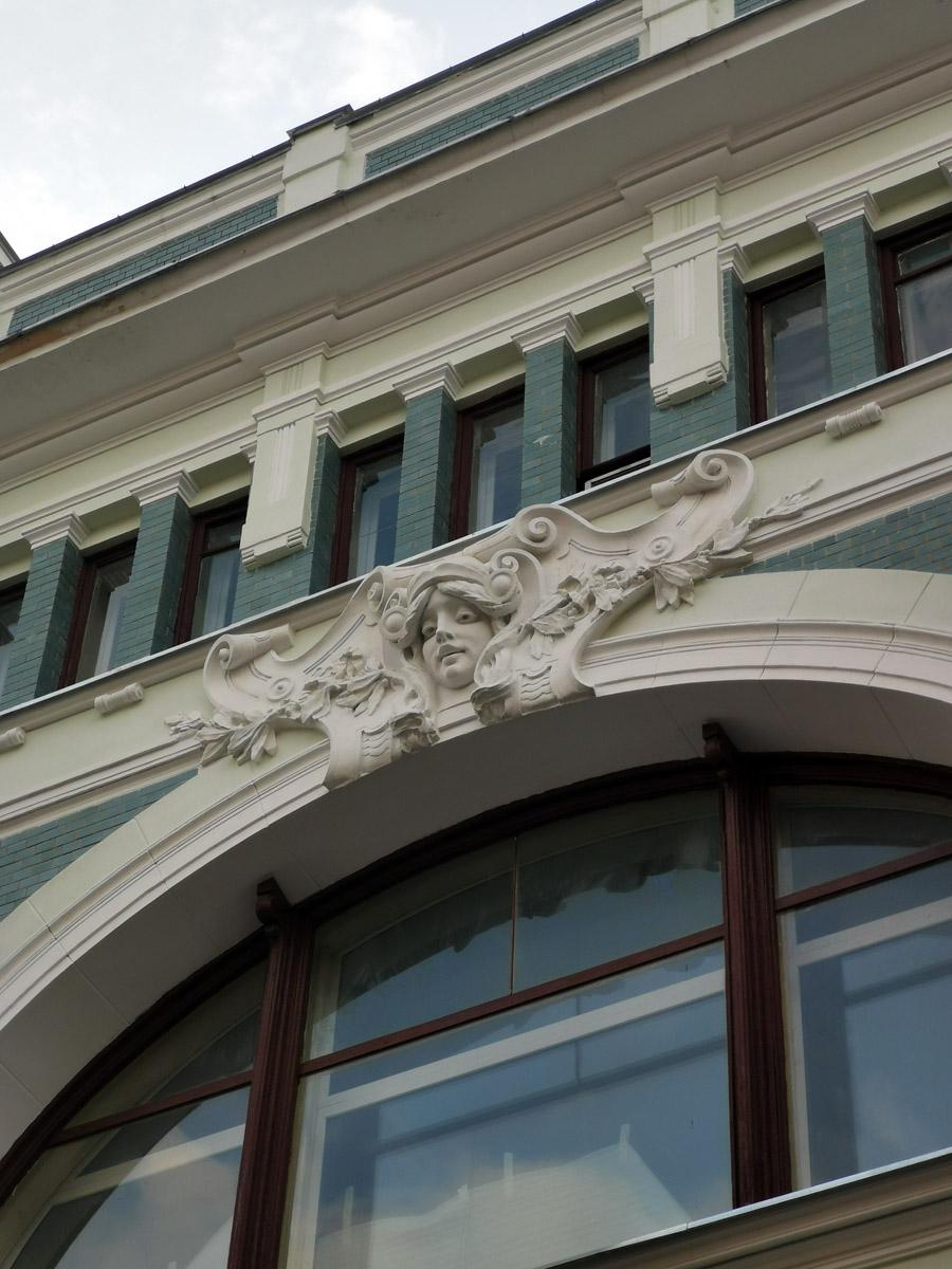 По Москве тоже удалось немного погулять... Торговый дом В.Ф. Аршинова. Построен в 1899 году. Архитектор Ф. О. Шехтель.