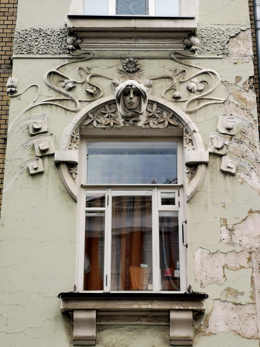 Доходный дом И.А. Шагурина. Построен в 1903 г. с фасадом в стиле модерн, архитектор А.А. Нетыкса.