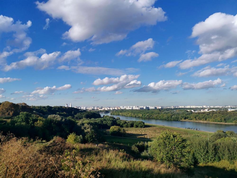 Вид на Москву реку с Холма Дьяково городище.