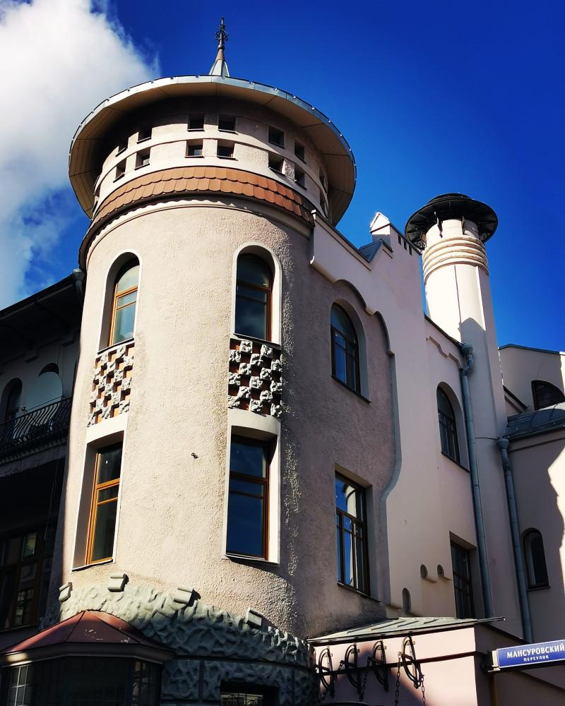 Москва. Доходный дом П. В. Лоськова. Построен в 1906 году архитектором А. У. Зеленко. Заказчиком постройки был разбогатевший крестьянин Лоськов.