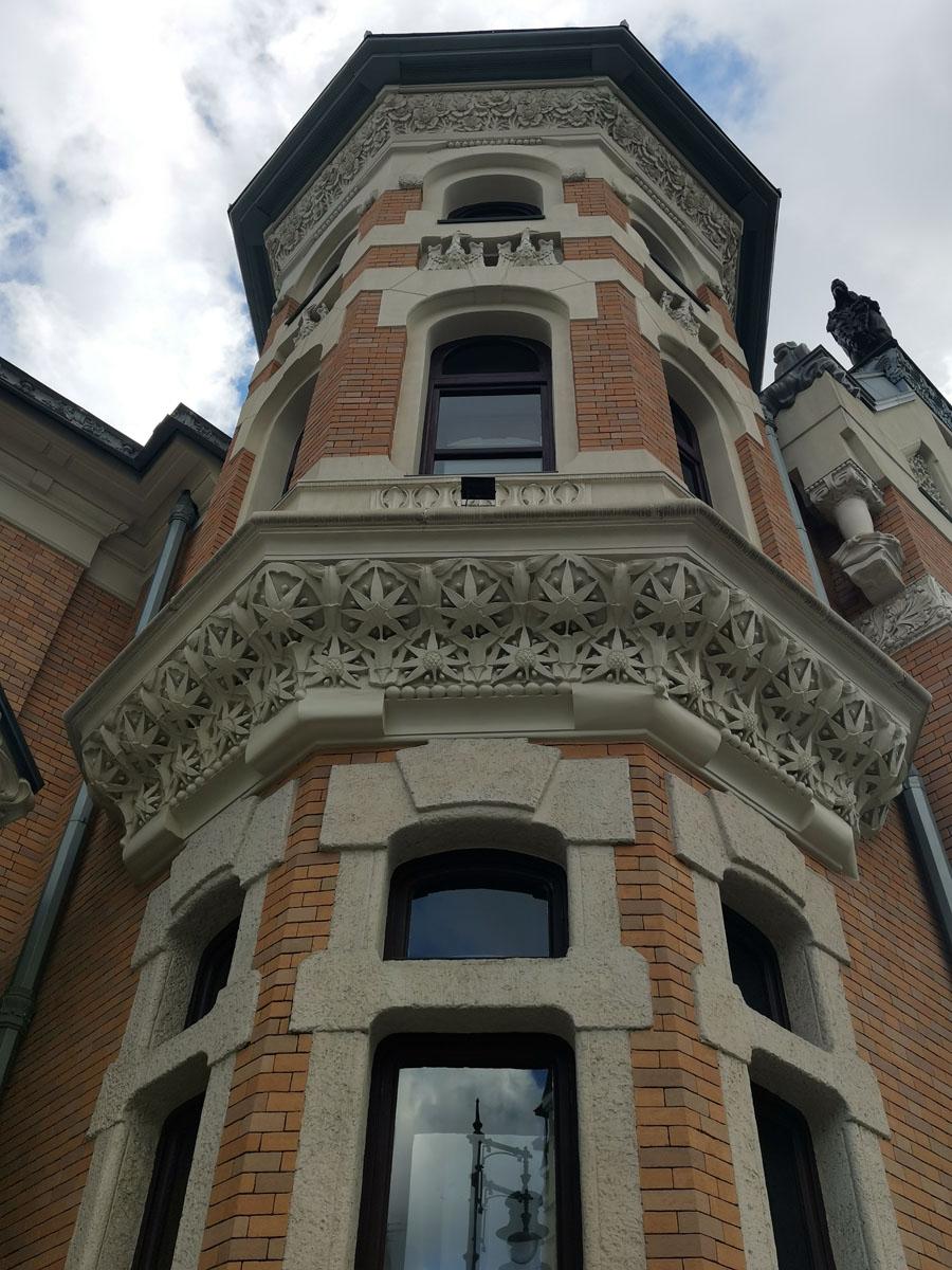 Особняк А. И. Кекушевой построен в 1903 году архитектором Л. М. Кекушевым.