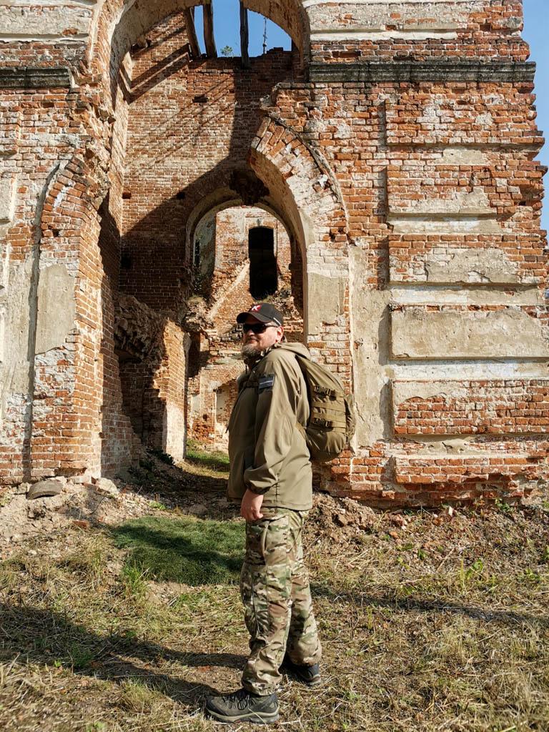 Руины храма во имя иконы Божией Матери Всех скорбящих Радость в селе Куртино.