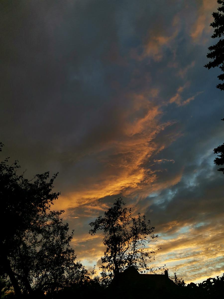 Красивые закаты тоже часто случались.
