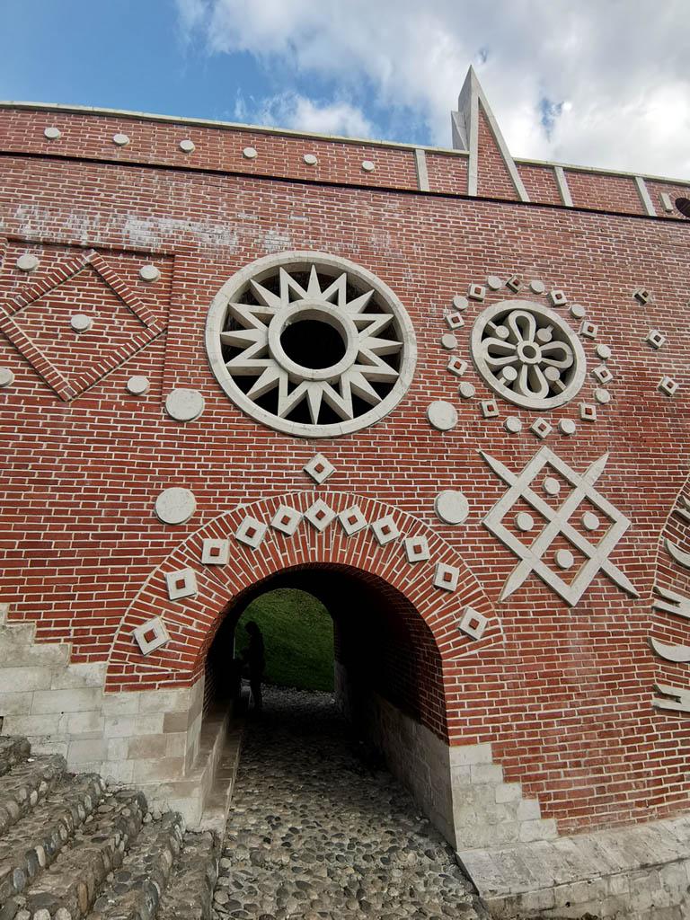 В 1985 г. началась реставрация моста, утратившего к тому времени фигурный парапет. Реставрация была в целом завершена к 1995 г.