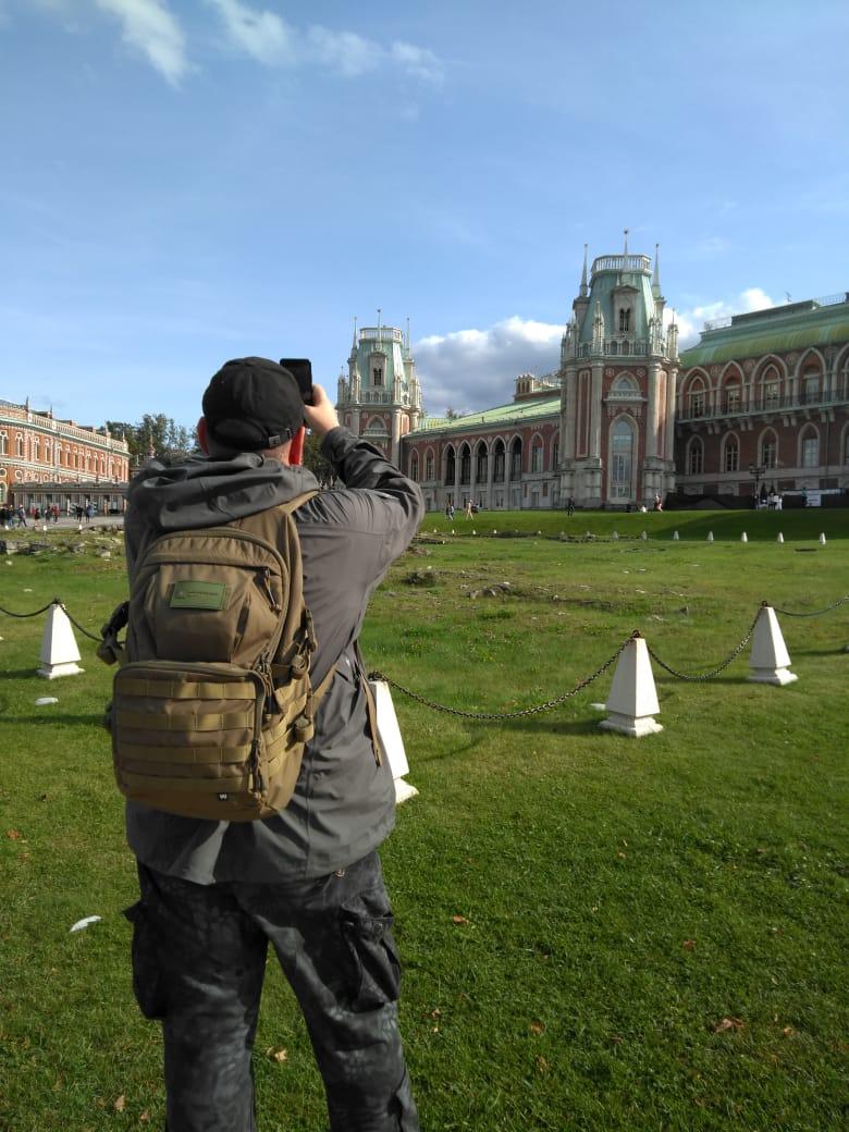 Фотографирую дворец. Его нынешний вид не соответствует в полной мере ни Баженовскому, ни Казаковскому проекту.