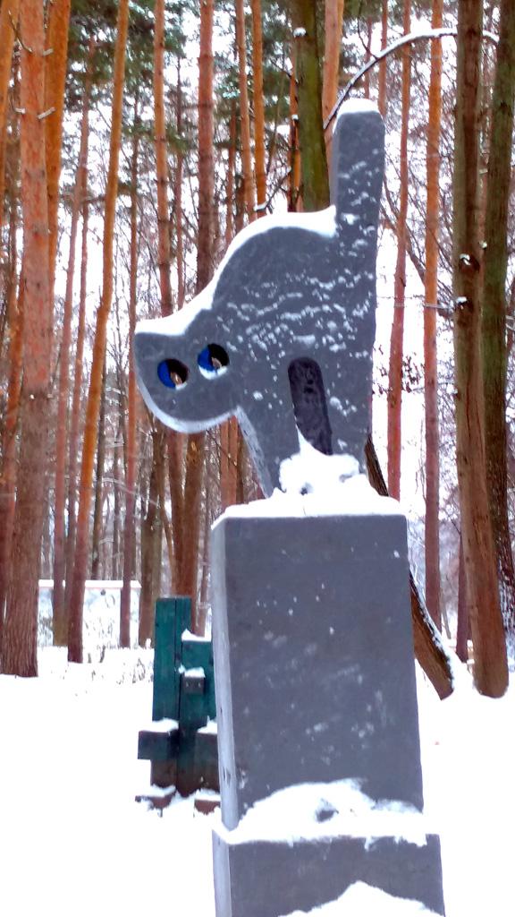 Не знаю, что появилось вперед, скульптура у Флигеля, а потом название или скульптура благодаря названию...