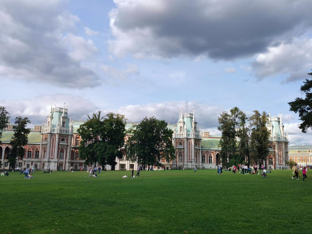 Большой дворец и Дворцовая поляна в Царицыно