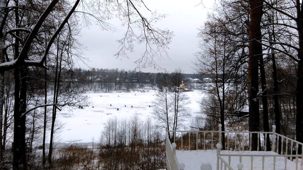 Вид от беседки на Сухановский пруд.