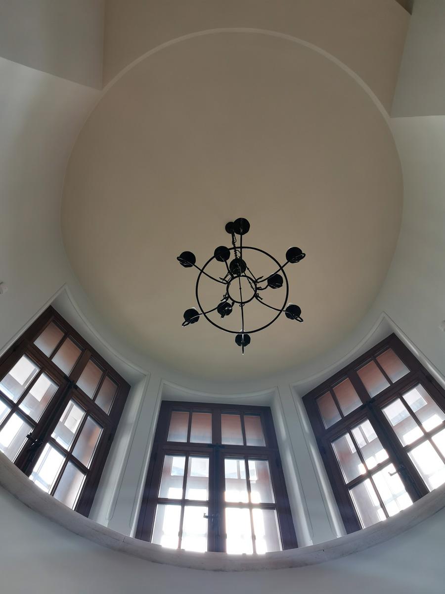 Потолок в готической башне над лестницей.
