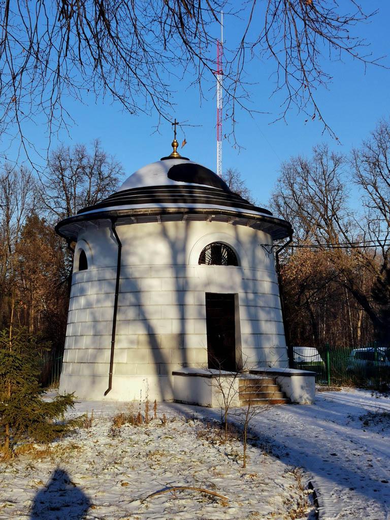 В помещении ризницы (1828 г., архитектор Д. И. Жилярди) разместились аквариум, затем подсобное помещение научного института. В 1992 году храм, ризница и дом причта возвращены Русской православной церкви. Храм отреставрирован по первоначальному проекту. Освящен в 1995 году.