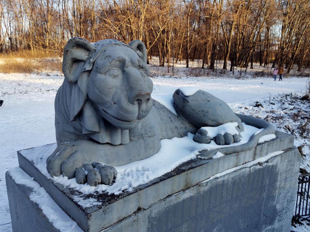 Лев Львиной пристани на Верхнем Кузьминском пруду.