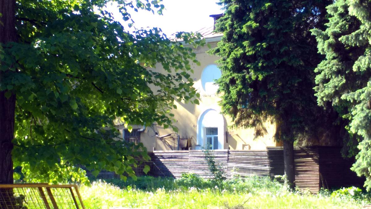 Усадьбе Тимохово (Салазкино) сейчас на реконструкции и пока закрыта для посещения (на момент съемок 27 мая). Но охранник сказал. что открытие в июне, хоть, и не точно.