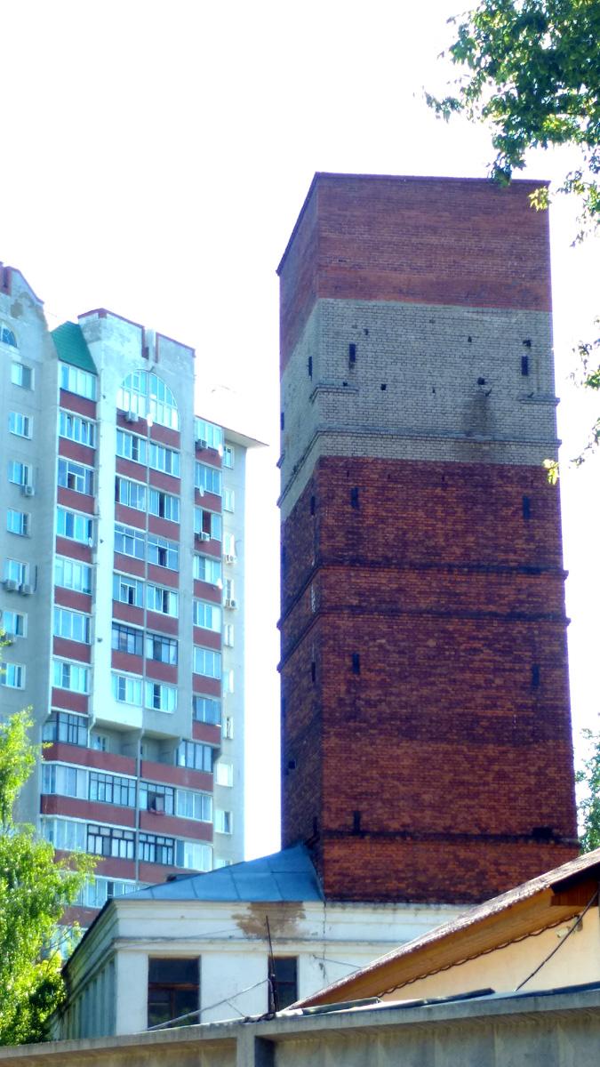 Водонапорная башня на территории Видновского психоневрологического диспансера для детей с органическим повреждением центральной нервной системы. Уже снесена.