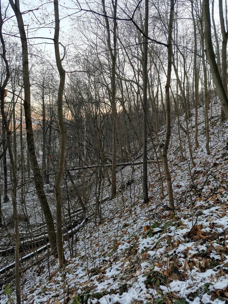 Крутые склоны холма