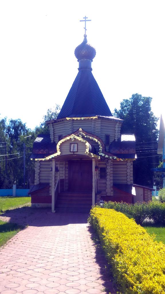 Часовня Николая Чудотворца на территории Храма.