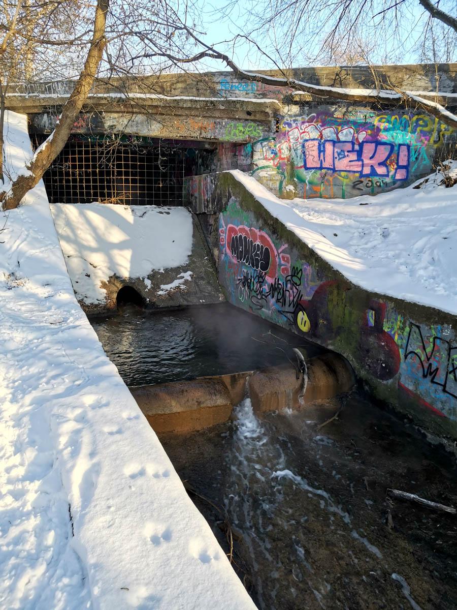 Устье Слободского оврага. Слободской овраг, ручей является левым притоком р. Москвы вблизи Серебряного бора. Длина 1,9 км, протекает в подземном коллекторе.