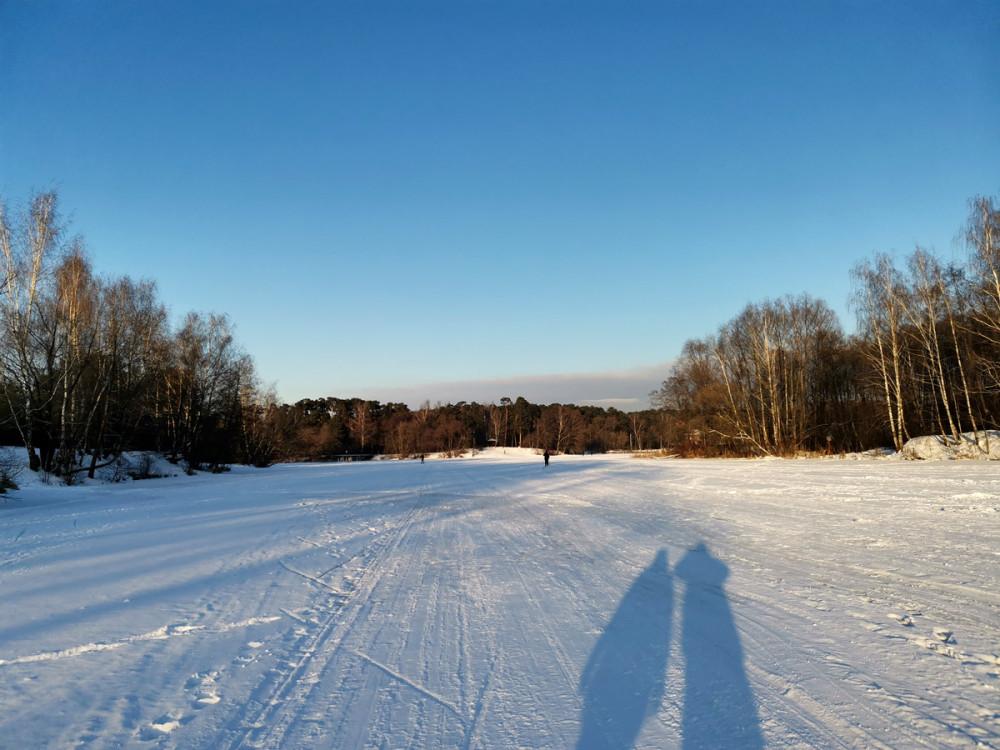 А так же прошли по льду с одного берега к другому...