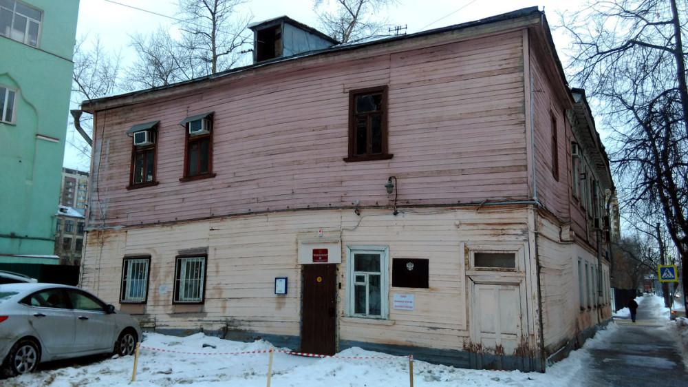 В 1908 г. доходный дом с участком выкупила Николо-Рогожская старообрядческая община и сделала из него дом причта. После революции дом снова стал жилым. Эта часть дома полностью деревянная пристроена позже.