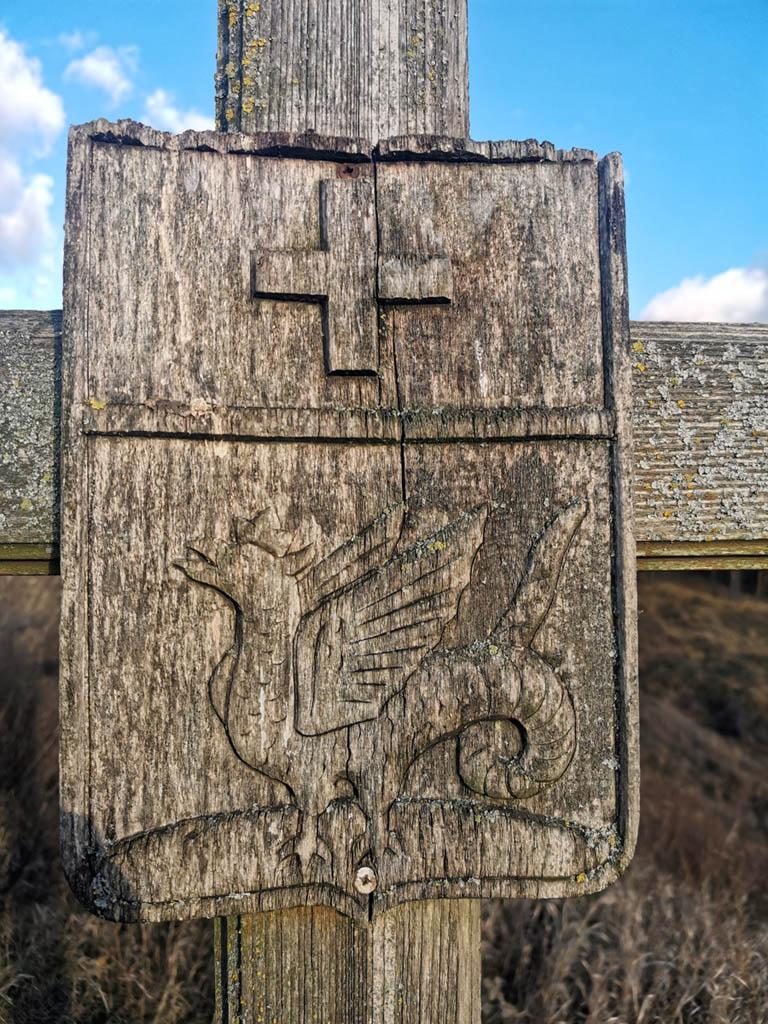 Городище Старая Кашира (место бывшего города Кашира) и памятный крест с гербом города.