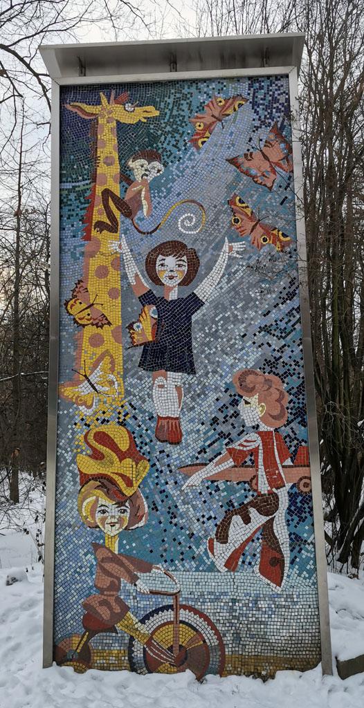 Стелы с мозаикой в Парке культуры и отдыха «Сокольники»