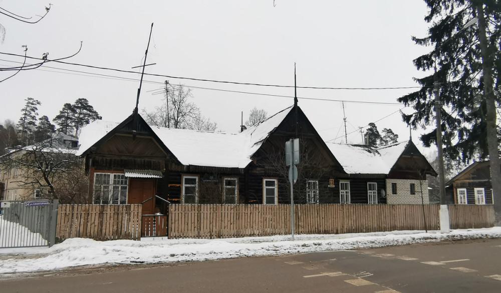 Ул. Санаторная д. 22. Одноэтажный деревянный жилой дом 1917 года постройки. Количество квартир: 2.