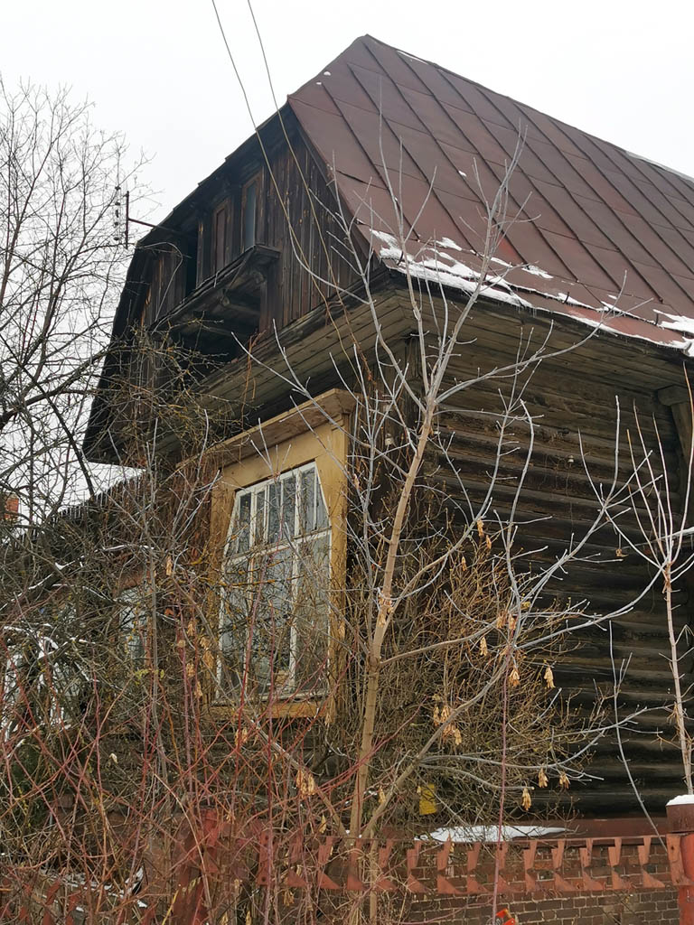 Дом №4. Деревянный жилой дом 1917 года постройки. Количество квартир: 4.