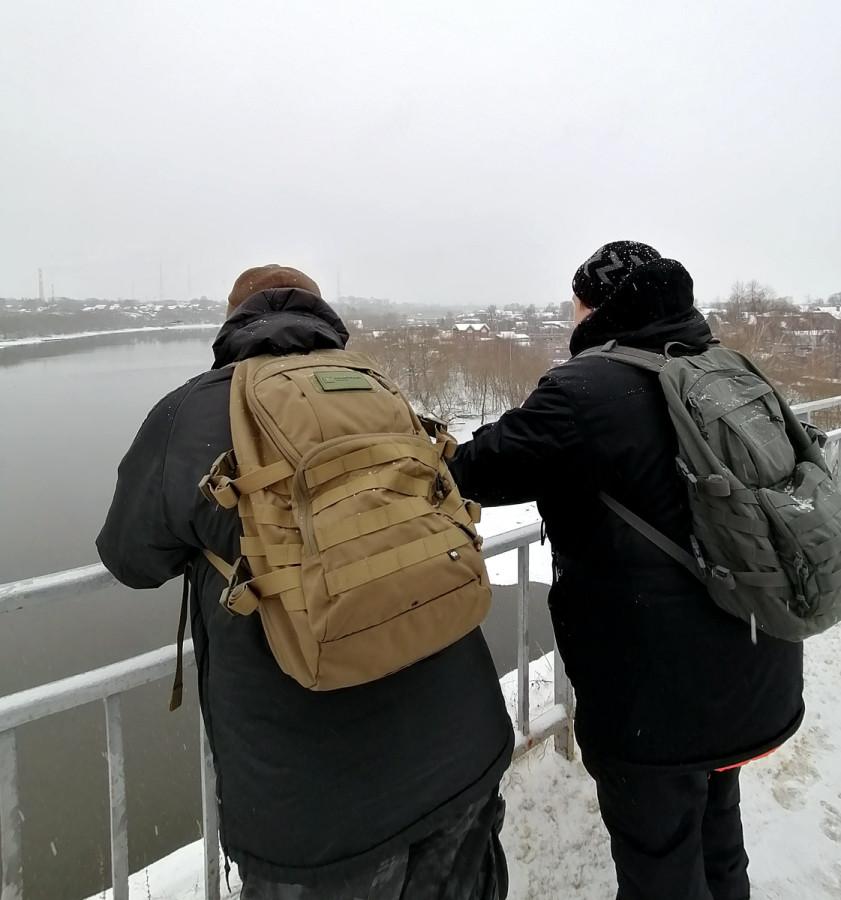 Любуемся видами с моста...