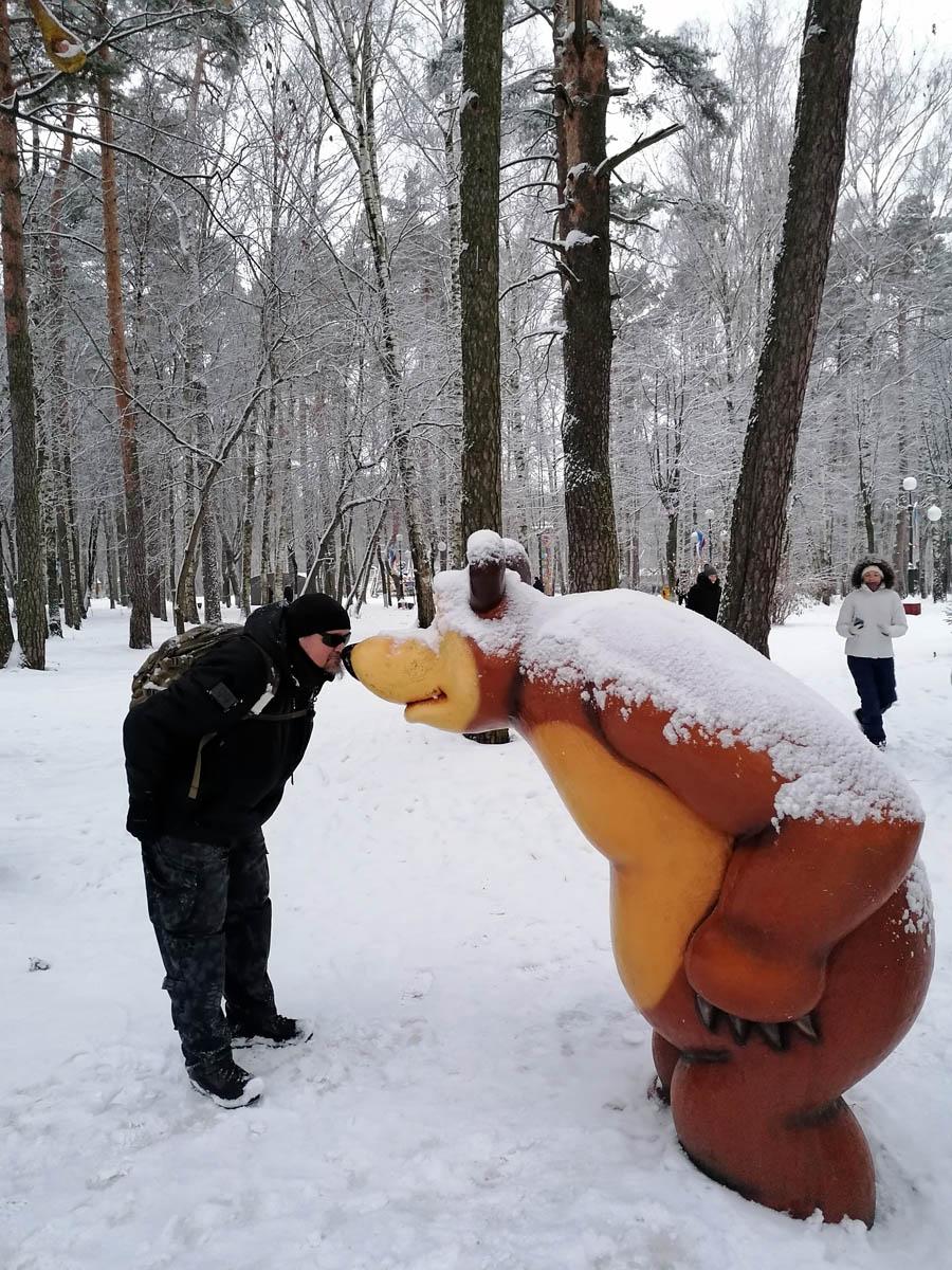 Ногинский Городской парк культуры и отдыха. Традиционно играю в гляделки с медведем...
