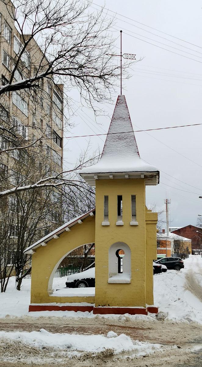 Башенка «Ключ» с флюгером (Ивантеевка) Служила опорой въездных ворот фабрики Лыжина. Построена в 1906 году по проекту архитектора Кекушева.